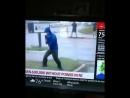 Репортер героически сражается с ветром