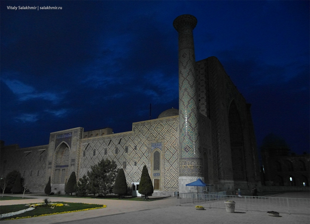 Медресе Улугбека вечером, Узбекистан, Самарканд 2019
