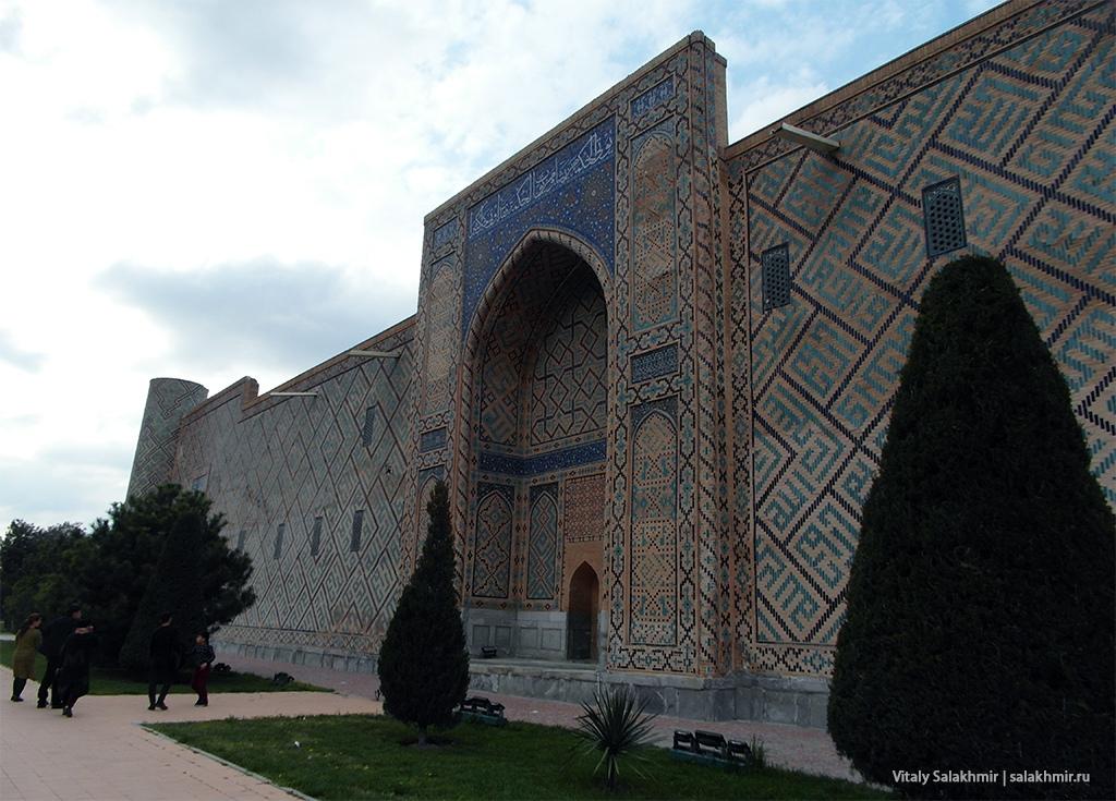 Медресе Улугбека, стена левой стороны, Узбекистан, Самарканд 2019