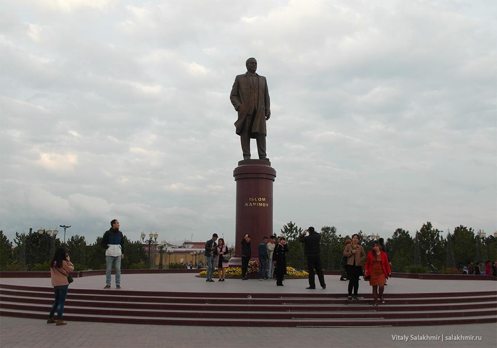 Памятник Исламу Каримову, Узбекистан, Самарканд 2019