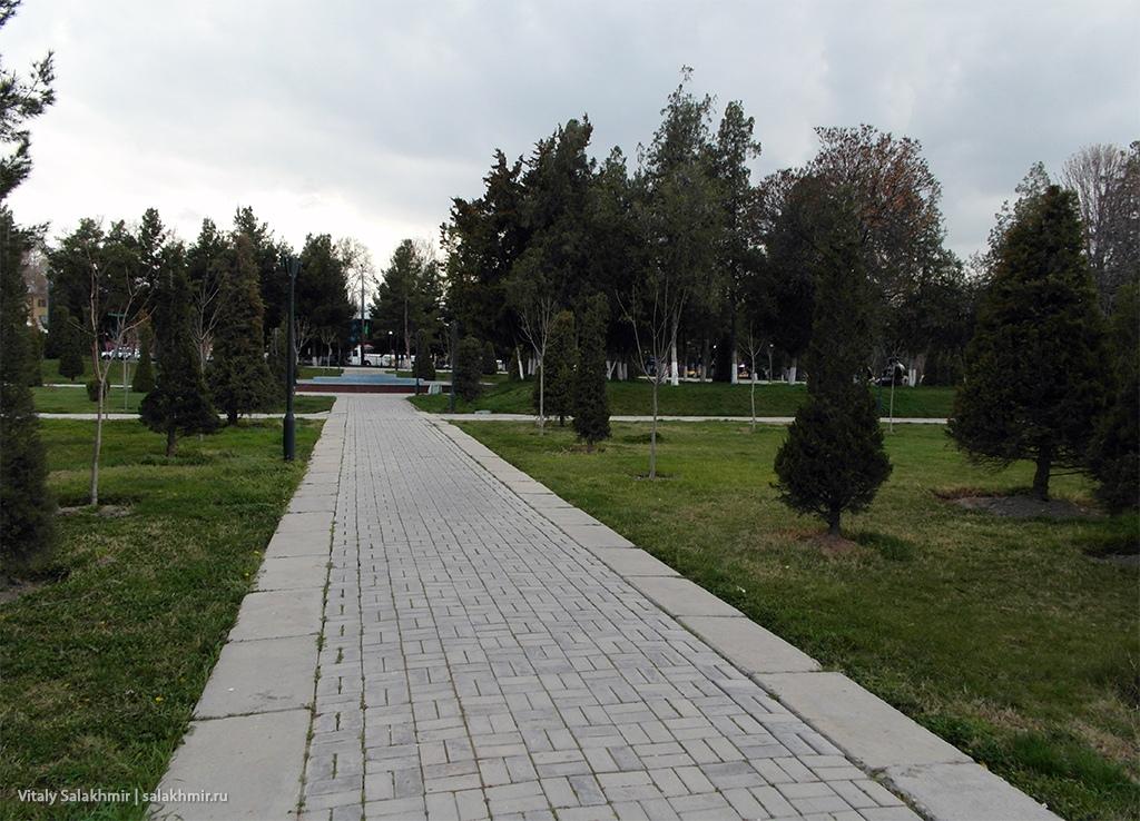 Парк около Регистана, Самарканд 2019