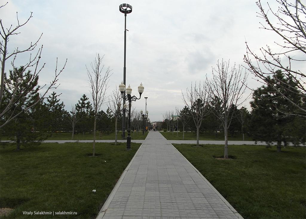 Парк около улицы Ислама Каримова, Самарканд 2019