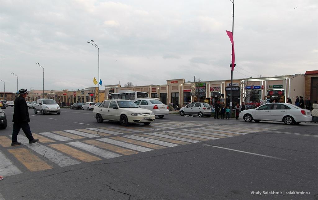 Уличный рынок на улице Регистан, Самарканд 2019