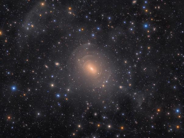 Эллиптическая галактика NGC 3923 в созвездии Гидра.
