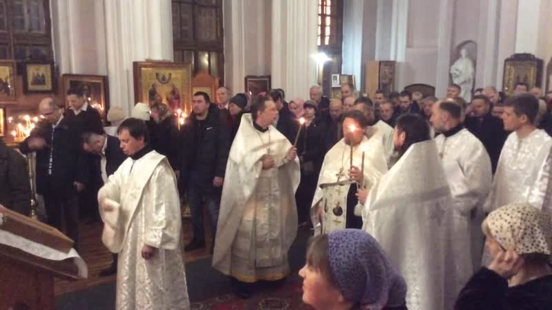Служба в церкви Пётра и Павла. Шуваловский парк.