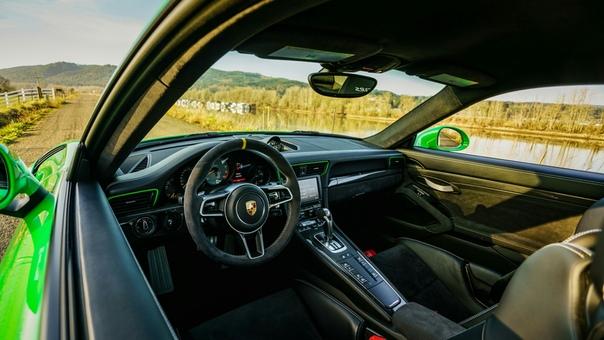 Очень редкие : Porsche 911 GT3 RS `2016 Двигатель: 4.0 B6 АтмоМощностью: 500 л.с. при 8250 об/минКрутящий момент: 460 Нм при 6250 об/минТрансмиссия: Робот 7 ступ. PD Макс. скорость: 310