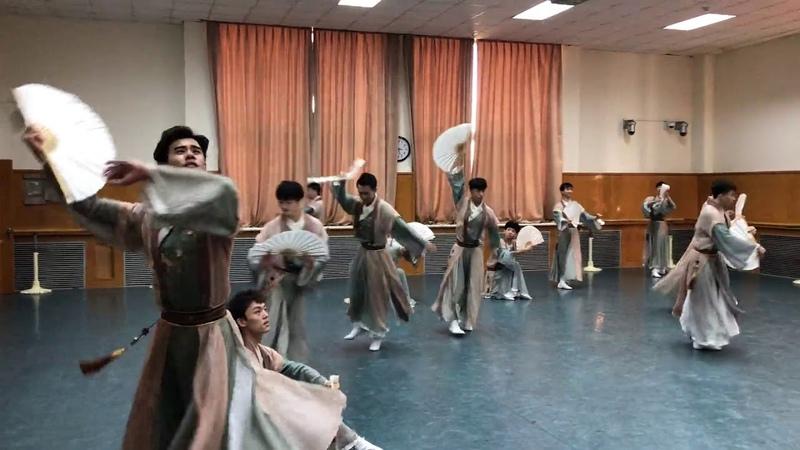 北京舞蹈学院2015级中国古典舞表演班——《纸扇书生》教室版(角度1)