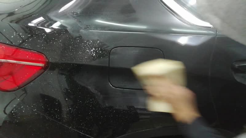 Детальное нанесение жидкого полимера на кузов автомобиля