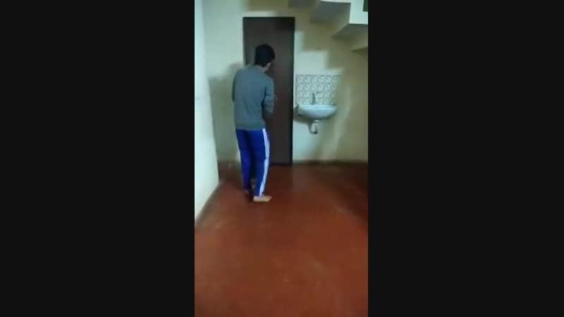 Очередь в туалет с неожиданным концом. 10 раз смотрел и ржал