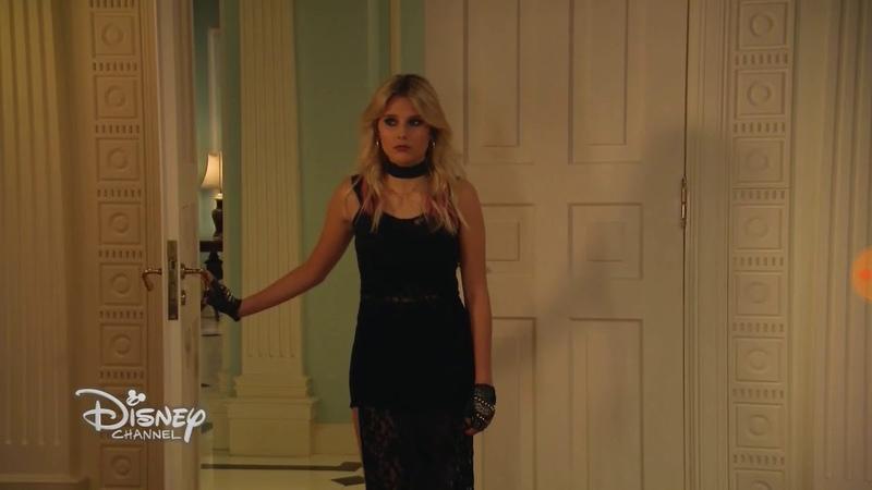 Ámbar llora en el cuarto de Sharon, Luna la abraza Soy Luna 3 Capítulo 54