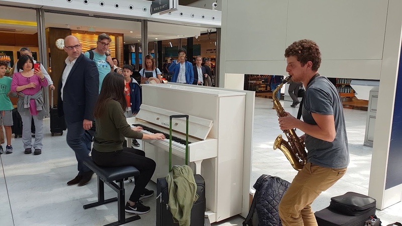 A spontaneous piano/sax performance with Ladyva at Charles de Gaulle airport