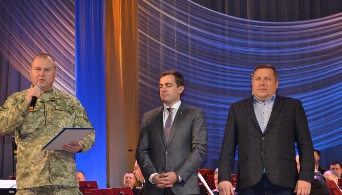 В Мариуполе военных поздравили с праздником