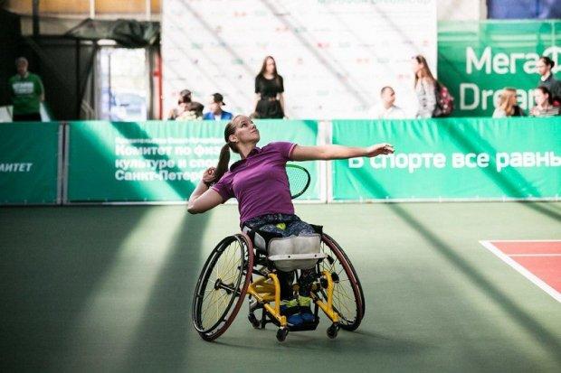 Виктория Львова победила в международном турнире по теннису на колясках