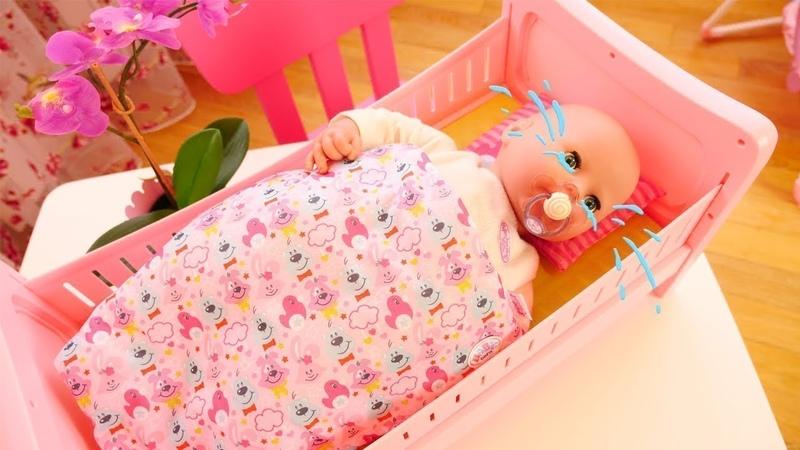 Por que a bebê Annabelle está chorando Vídeos de brinquedos para crianças.