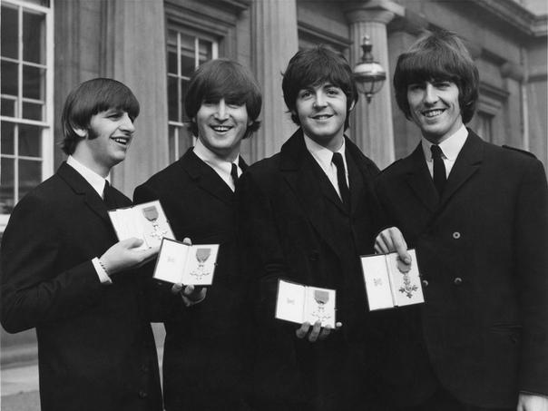 Песню Hey Jude группы The Beatles едва не запретили из-за яблока-вагины Выход песни Hey Jude британской рок-группы The Beatles в 1968 году в США оказался на грани срыва из-за изображения на