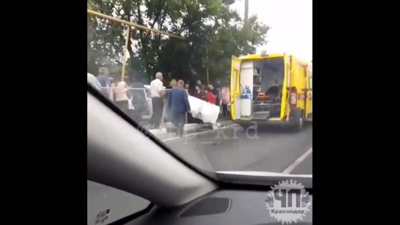 Лихач на легковушке раздавил женщину на тротуаре в поселке Новомихайловском