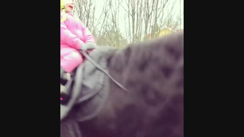 Джессика на коне 🐴