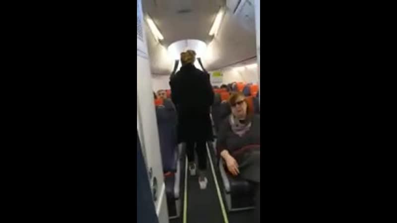 Конфликт Панкратова Черного с персоналом самолета попал на видео Инцидент Барна