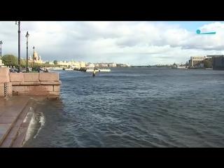 Шторм в Петербурге подтопил пирсы и причалы