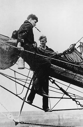 Молодой принц Филипп: история в фотографиях. Редкие фото супруга Елизаветы II. Часть 2 Мечта принцессы ЛилибетВ1939 году греческий принц учился в военно-морском колледже в Дартмуте. Там-то, во
