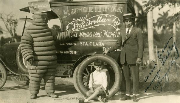 ИСТОРИЯ «ЛУЧШЕГО ЛОГОТИПА ХХ-го ВЕКА» Он родился в одно время с дизельным двигателем и доильным аппаратом. Он глотал гвозди, грубил, курил сигары и соблазнял женщин, но все-таки дожил до наших