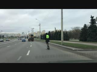 На самокате по дороге Минска