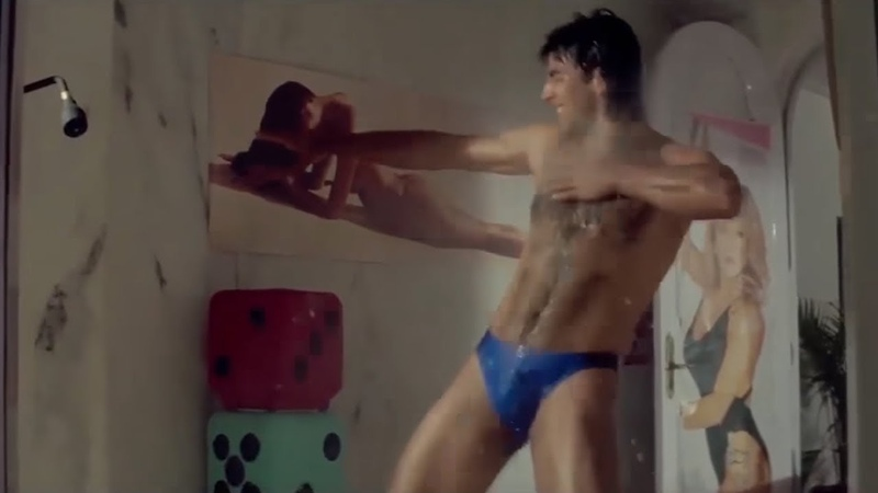 Akshay Kumar funny Dancing scene under the Shower from Hindi movie of Suhaag Comedy Drama Movie