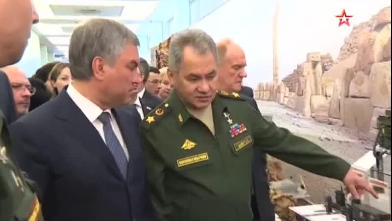 Шойгу осмотрел трофейное оружие и подбитые дроны террористов на выставке в Госдуме