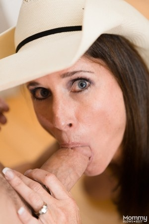 Hubby acquires teasing tugjob with glad end