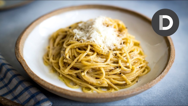 How to make... CACIO E PEPE! 5 Ingredient Pasta Recipe...