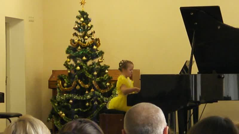 Катя. Первый отчетный концерт первоклашек