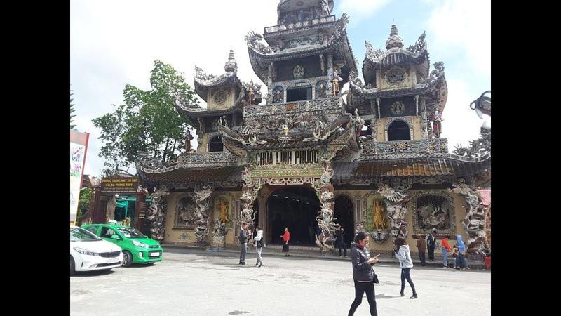 Храм Лин Фуок в Далате, Linh Phuoc построен из обломков стекла, керамики, фарфора и битой посуды.