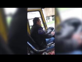 Водитель автобуса выгнал беременную пассажирку