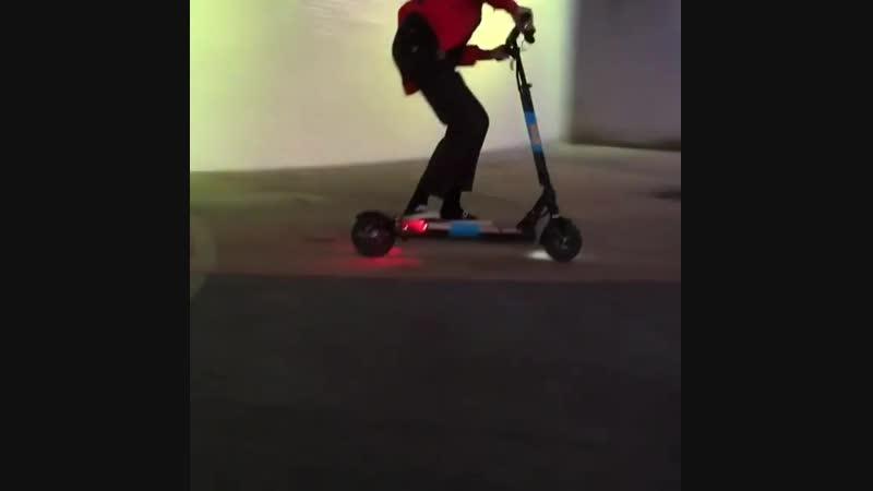 Tsiscooters🚨 Happy birthday @hepgreg! 😸🤘🛴 tsiscooters hepgreg ninelives tsiordie scootering