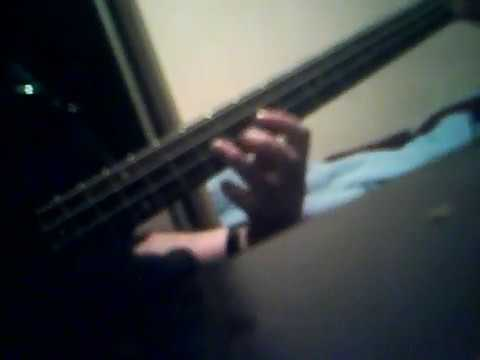 Kinda bass solo or smethin