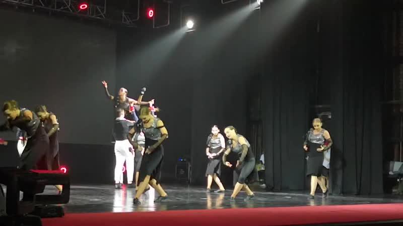 На сцене ДК Нефтехимиков прошел отчетных концерт данс клуба Компромисс