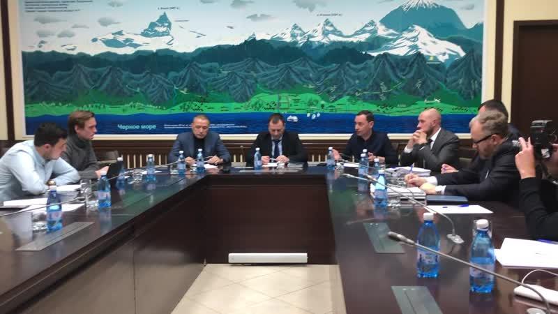 Встреча представителей мэрии Сочи с лидером движения Новая Россия Никитой Исаевым