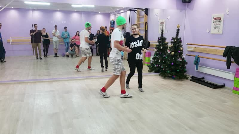 2018-12-19 Продолжающие, движения с gira paulista (поворот девочки назад на 3 счета каминьяда)