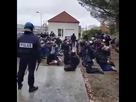 Oui c'est bien en France French student yellow Vest Emergency Partagez