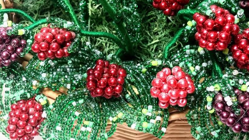 Малина из бисера Мастер класс Часть 1 Листочки Beaded raspberry tutorial Beadwork flower Art