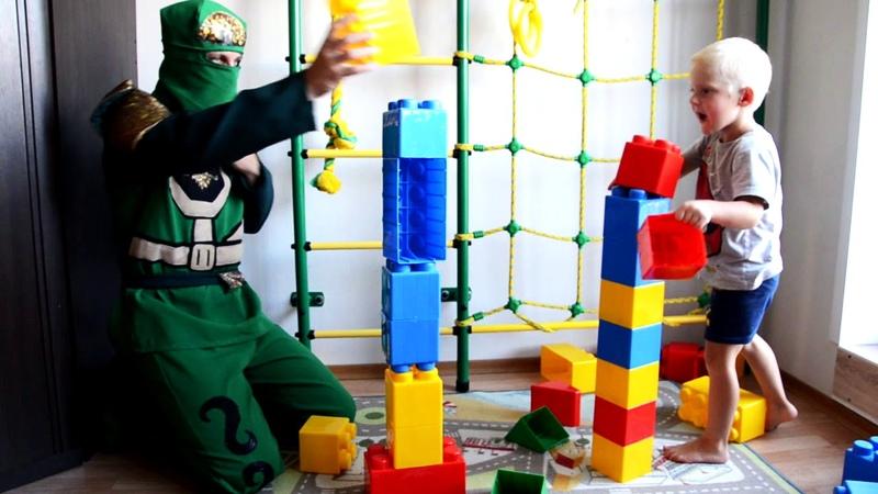 Строим огромное лего вместе с Лойдом из лего ниндзяго