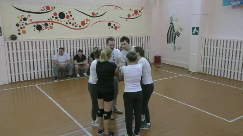 Волейбол с родителями и учителями 04 11 2018 Учителя Выпускники