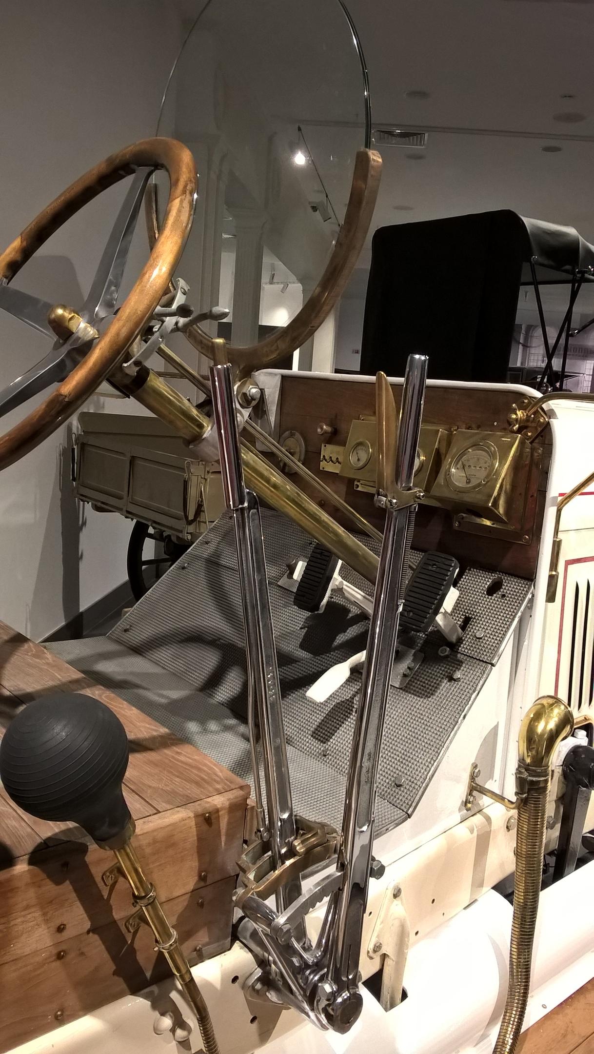 Внутри кабины ретро-машины