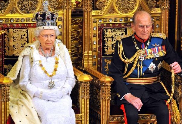 Сегодня Великобритания отмечает 71 годовщину свадьбы самой известной пары в мире. 20 ноября 1947 года состоялось бракосочетание принцессы Елизаветы II и лейтенанта Филиппа Маунтбеттена, которому