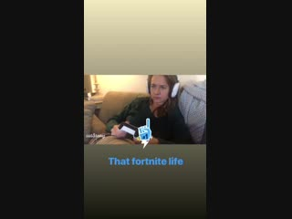 Instastory Britt Robertson. Playing fortnite