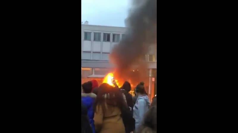 La jeunesse se réveille, ceci est le lycée Colbert a Lyon 8eme