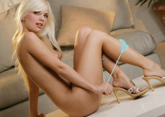 Heieste Teenager mit heien Titten Webcam Masturbation