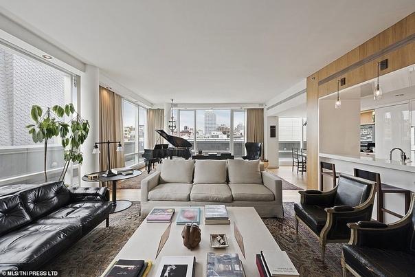 Американский певец и актер Джастин Тимберлейк решил избавиться от роскошной недвижимости в Нью-Йорке. Скромный пентхаус в компаунде Soho Mews на Бродвее он продает за ненадобностью. Ранее он