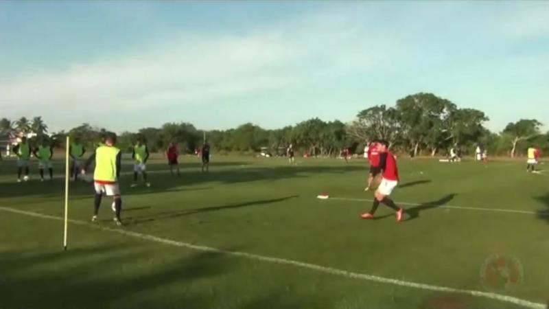 Контроль мяча, фланговая атака