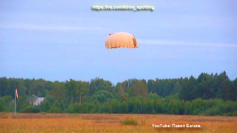 Прыжки на парашютах Д-1-5У с задержкой раскрытия купола. Порошино, Киров.